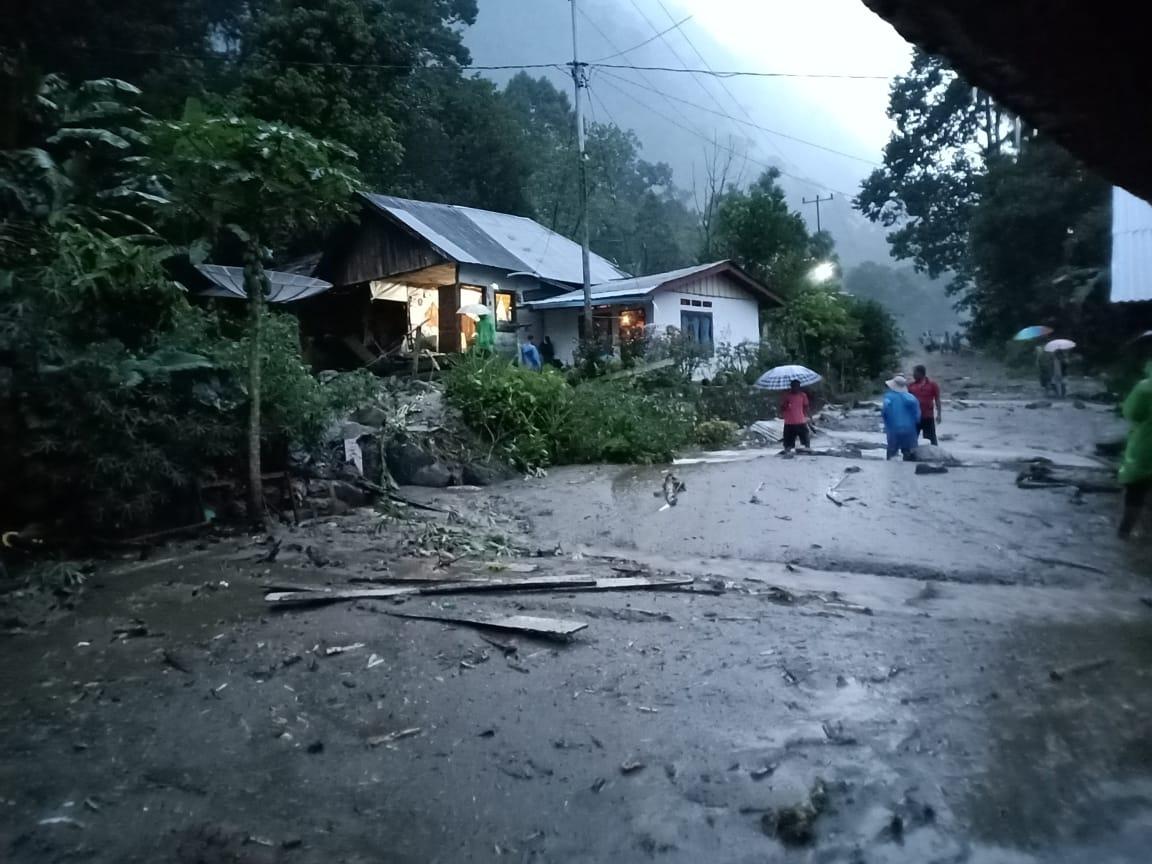 Akibat hujan lebat terjadi luapan air di Jorong Pantas nagari Tanjung Sani