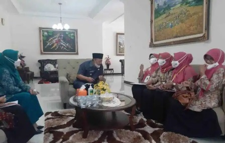 Bupati Agam Didatanggi Perdana Oleh Petugas Pendataan Keluarga Tahun 2021