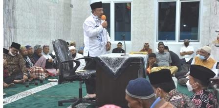 Bupati Agam Malam Perdana Tarwih Serahkan Bantuan 10 Juta Ke Mesjid Istiqamah