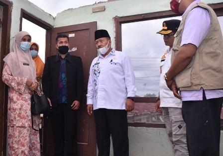 Bupati Agam Serahkan Bantuan Untuk Korban Angin Puting Beliung Di Banuhampu