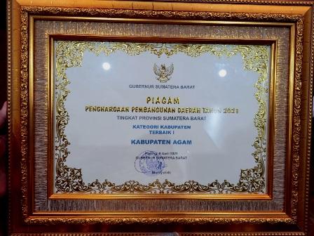 Bupati Agam Terima Penghargaan Terbaik I Dalam Perencanaan Pembangunan Tahun 2020