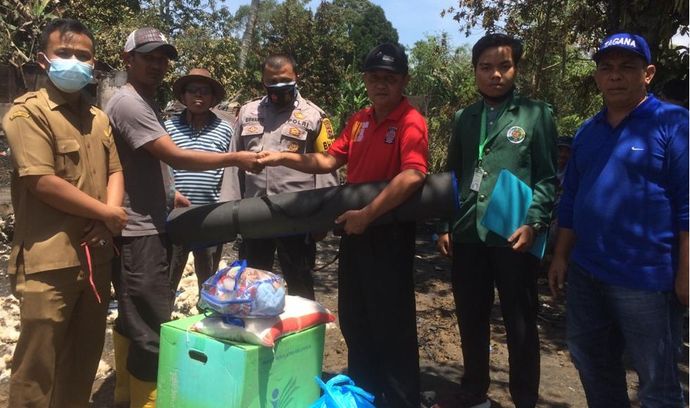 Dinsos Agam Serahkan Bantuan Korban Kebakaran Di Baso