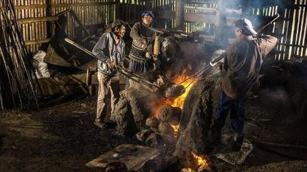Ihsan dengan judul foto proses pembuatan talempong Ditetapkan Disparpora Agam Sebagai Juara Satu