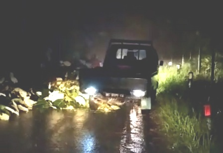 Ruas Jalan Bukik APik Matur Sempat Tertutup Runtuhan Tanah, Akibat Hujan Lebat
