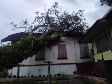 Satu Rumah Warga Di Sungai Pua Rusak Berat Akibat Terjangkan Angin Kencang