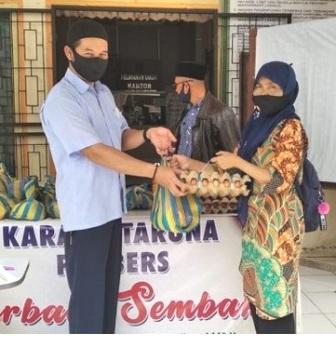 Sebanyak 108 Paket Sembako Diserahkan Kepada WKM Panampung Dari Karang Taruna Panbers