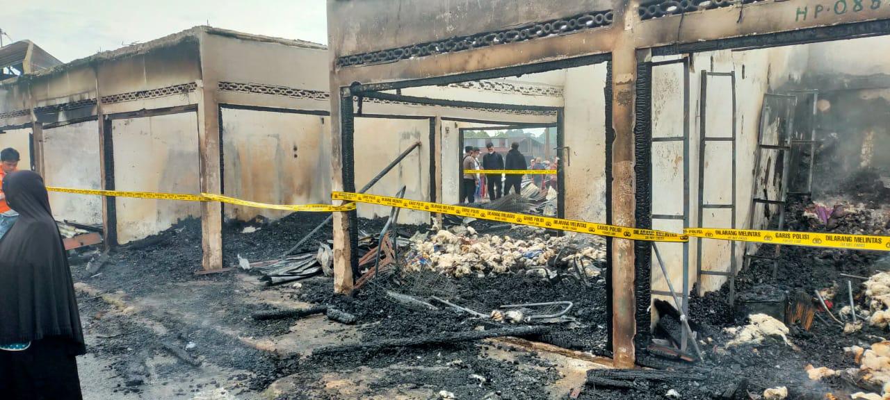 Telah terjadi kebakaran di blok G pasar Baso Nagari Tabek  Panjang Kec. Baso