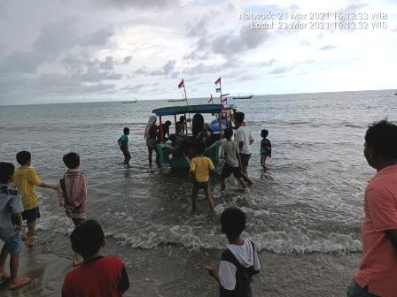 Tiga Pelajar SMPN Pakan Kamih, kecamatan Tilatang Kamang Nyaris Ditelan Laut Tiku