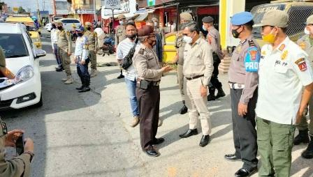 Tim gabungan Satgas Covid-19 Jaring Dua Orang Langgar Prokes Di Pasar Padang Lua