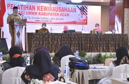 Wabup Agam membuka pelatihan kewirausahaan bagi UMKM