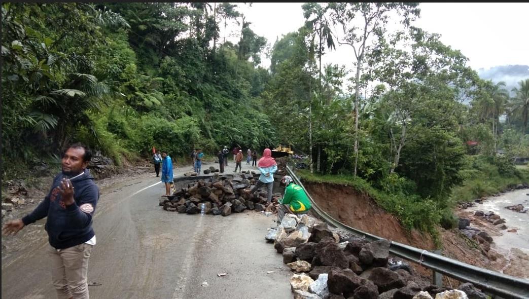 Badan Jalan Terban di Jorong Palupuh Nagari Pasia Laweh Kecamatan Palupuh
