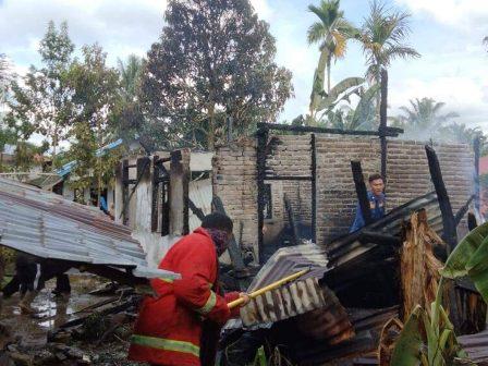 Sigulambai Lahab Dua Unit Rumah Permanen Di Lubuk Basung